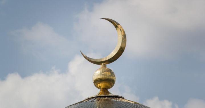 Полумесяц на куполе мечети